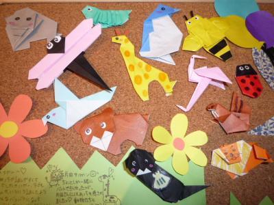 折り紙で作られた動物たち。
