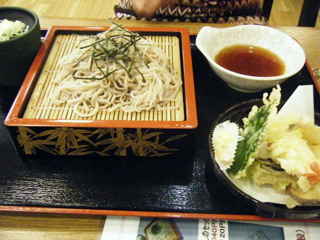 2010_0527極楽湯のお食事処0008