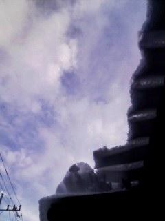 100202_0844~001 空と屋根雪