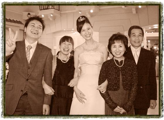 ウエディングボックス サンタモーレ 結婚披露宴会場での家族写真