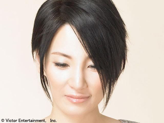 広瀬香美が、ピアノだけによる弾き歌いのライブを開催しました。