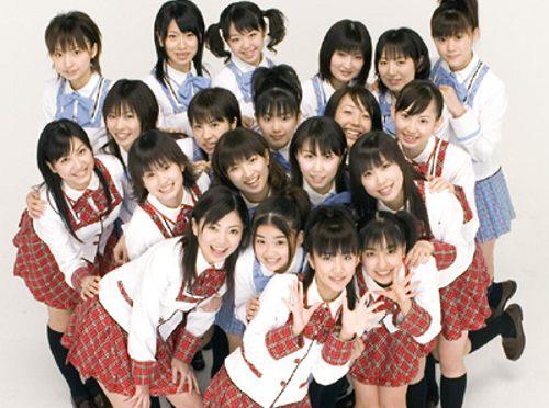 AKB48の新ベスト盤『神曲たち』が発売初日に前作5倍のセールスを記録しました。