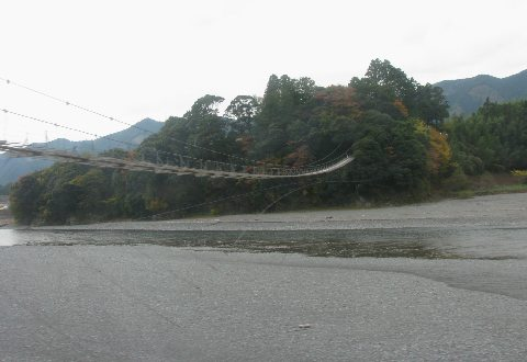 塩郷駅から見える吊橋