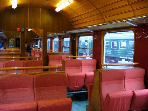 フロム鉄道の車内