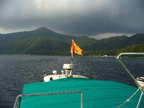 支笏湖の遊覧船からの景色