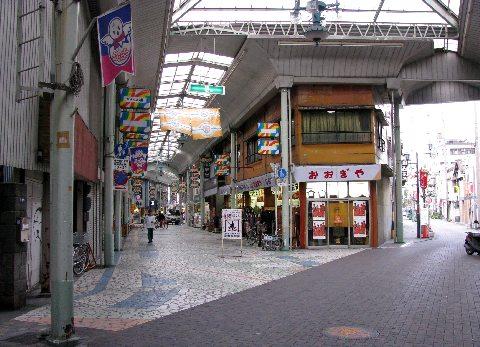 清水駅近くの商店街