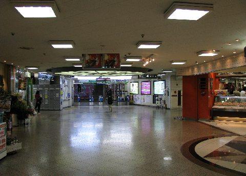 新静岡駅改札口