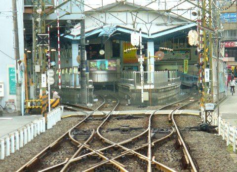 新静岡-島式ホーム2面3線(頭端式)の地上駅