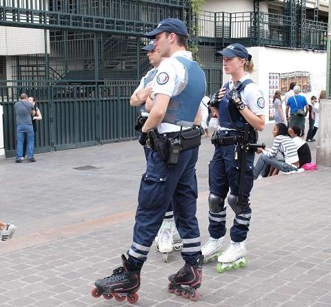 警官 008