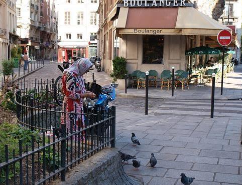 鳩と老婆 043