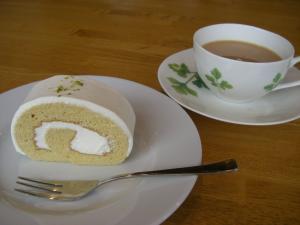 メイプルロールケーキカット