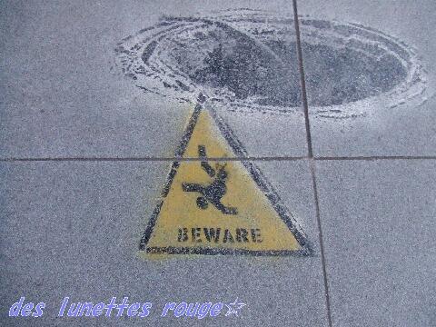 小心地滑?