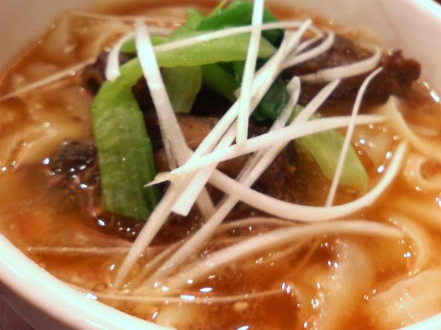 リブのせ刀削麺:刀削麺荘