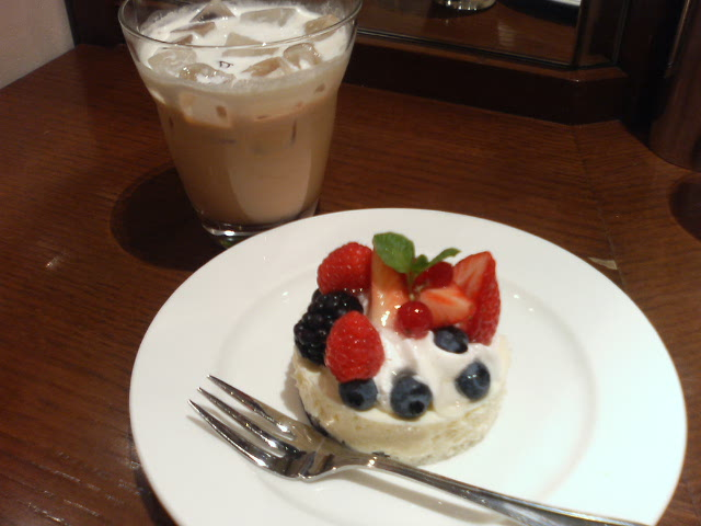 アイスロイヤルミルクティー&ケーキ:カフェラミル