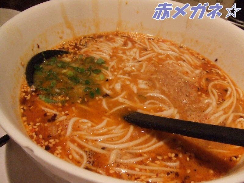 担担麺:翡翠拉麺小籠