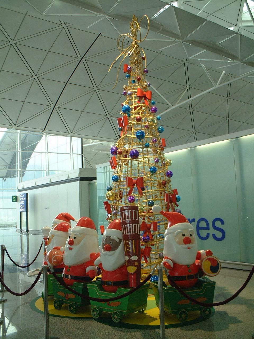 クリスマスツリー:香港国際空港