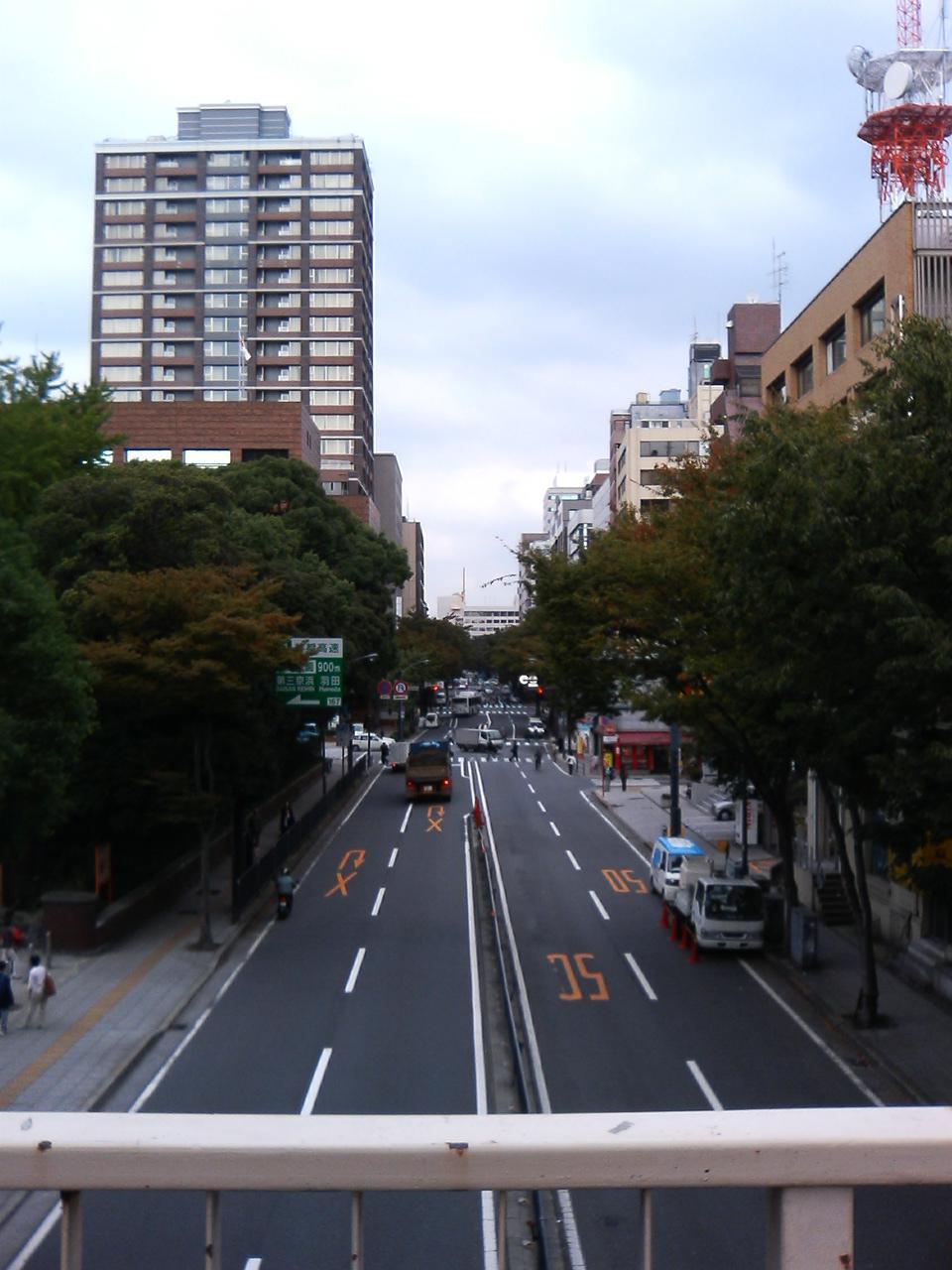 関内:歩道橋より