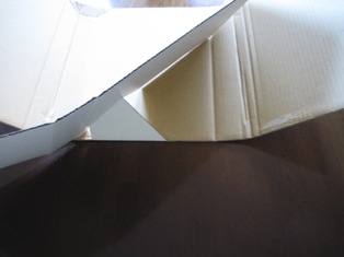 一枚のダンボール紙から組み立てる工夫