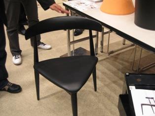 センプレの三角椅子