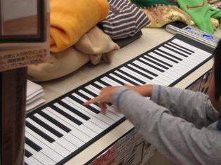 ローリングアップピアノの写真