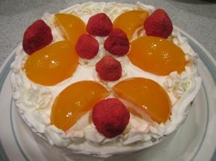 はちみつ生クリームのデコレーションケーキ