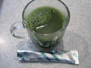 有機緑茶青汁を180ccの水で溶いたところの写真