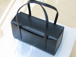 土屋鞄のバックの背面写真