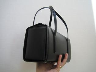 土屋鞄のバックの側面写真
