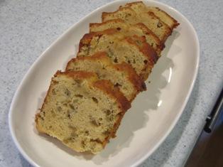 梅酒の梅の実入りパウンドケーキの写真