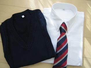 セシールで購入のワイシャツとネクタイとベスト
