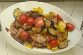 手造り(作り)ベーコンと夏野菜のバルサミコサラダ