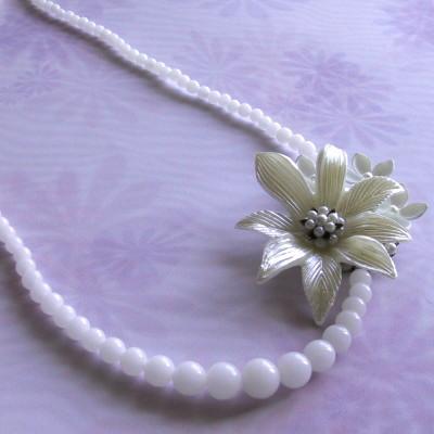 白いお花のネックレス(ヴィンテージ)