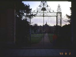 ブレナムパレス夜、柵