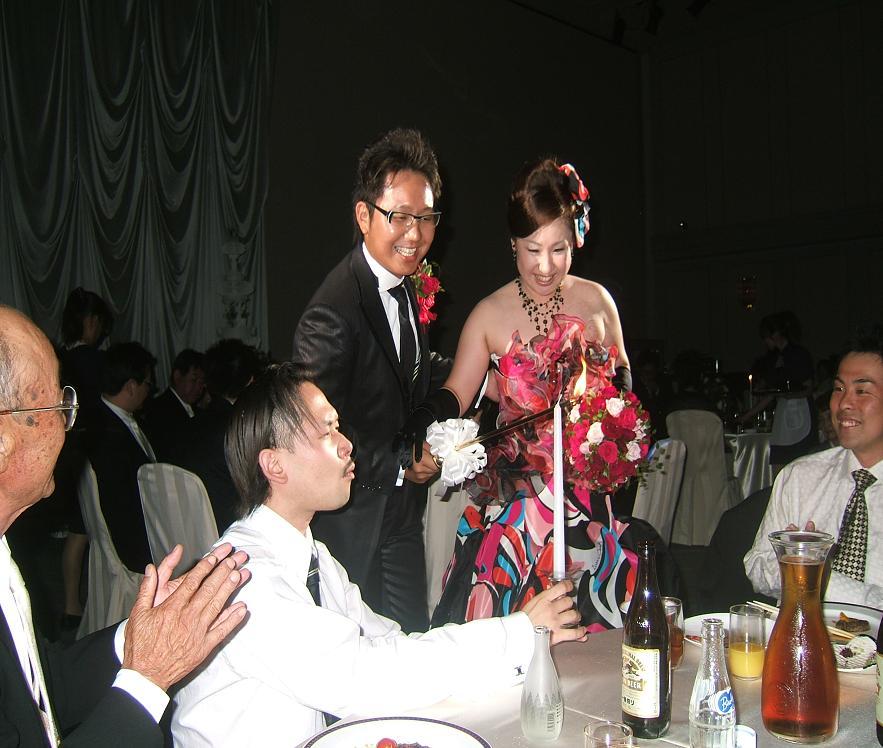 小沢孝一郎 美寿々 夫婦から施しを受ける。