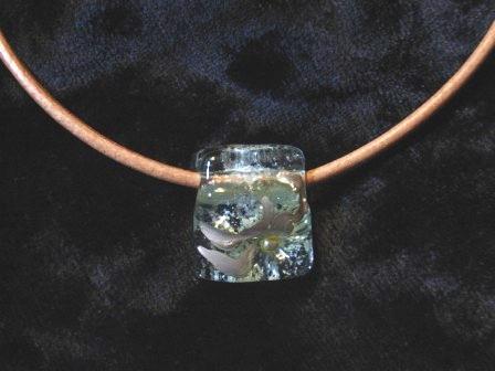 クリアーガラスのチョーカー 003