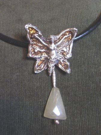 蝶のペンダント 012