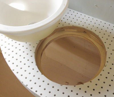 洗面器を外すとこのようなくり抜