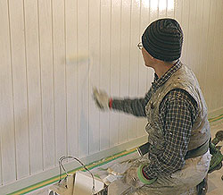 アトリエ壁の仕上げ塗装です