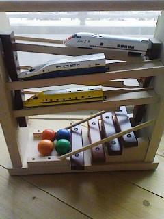 おもちゃに電車090405_1652~01
