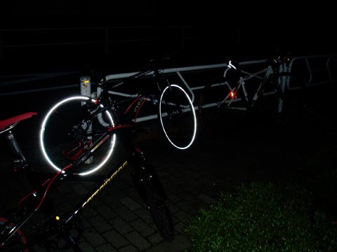 夜のバイク