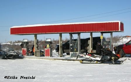 イヌービクのガソリンスタンド
