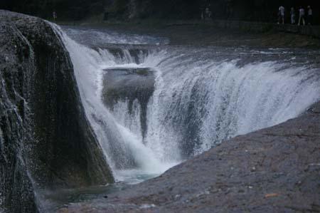 吹きわれの滝2