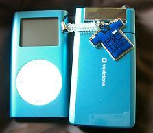 携帯とiPodmini