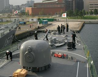 観艦式予行27日・「あぶくま」出航風景