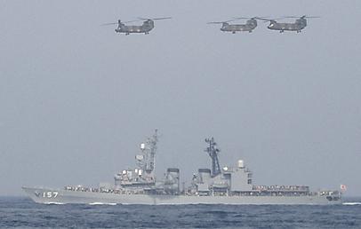 観艦式予行27日・「さわぎり」&CH-47J