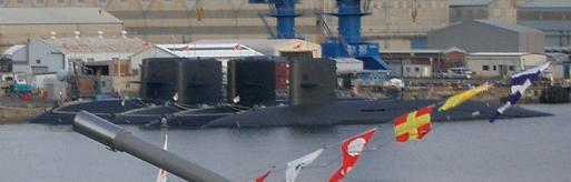 観艦式一般公開28日・数珠繋ぎになっている潜水艦たち