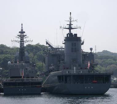 横須賀・・・補給艦「ときわ」、試験艦「あすか」