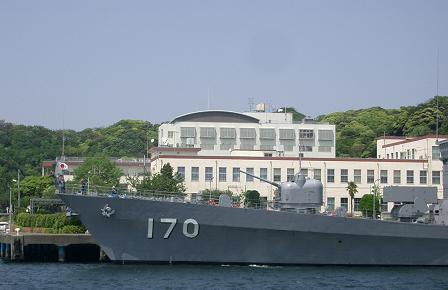 横須賀・・・司令部と「さわかぜ」