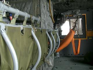 八尾「救命救急用ヘリの内部」