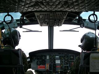 八尾「UH-1操縦席」